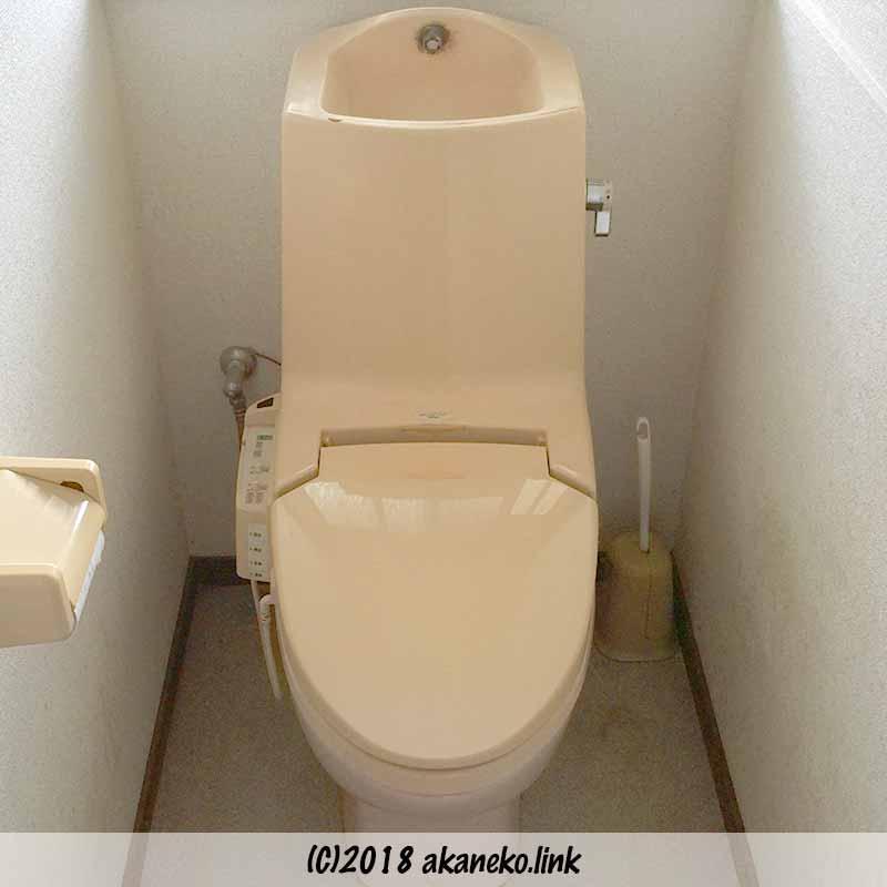 リフォーム前、一体型のトイレ