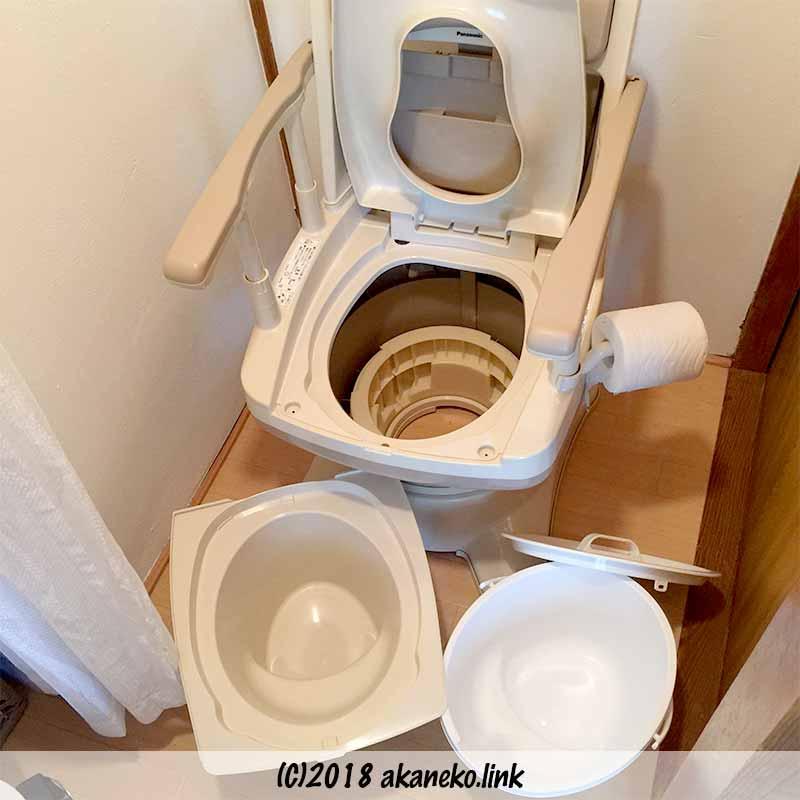 パナソニックのポータブルトイレ、バケツを外したところ