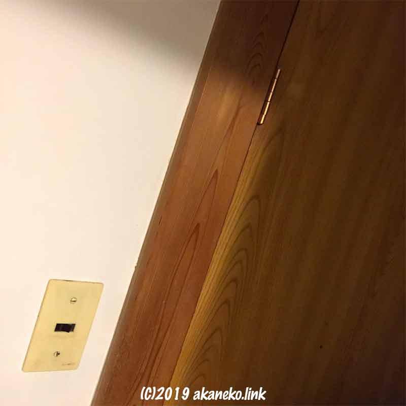 照明用の古い壁スイッチ
