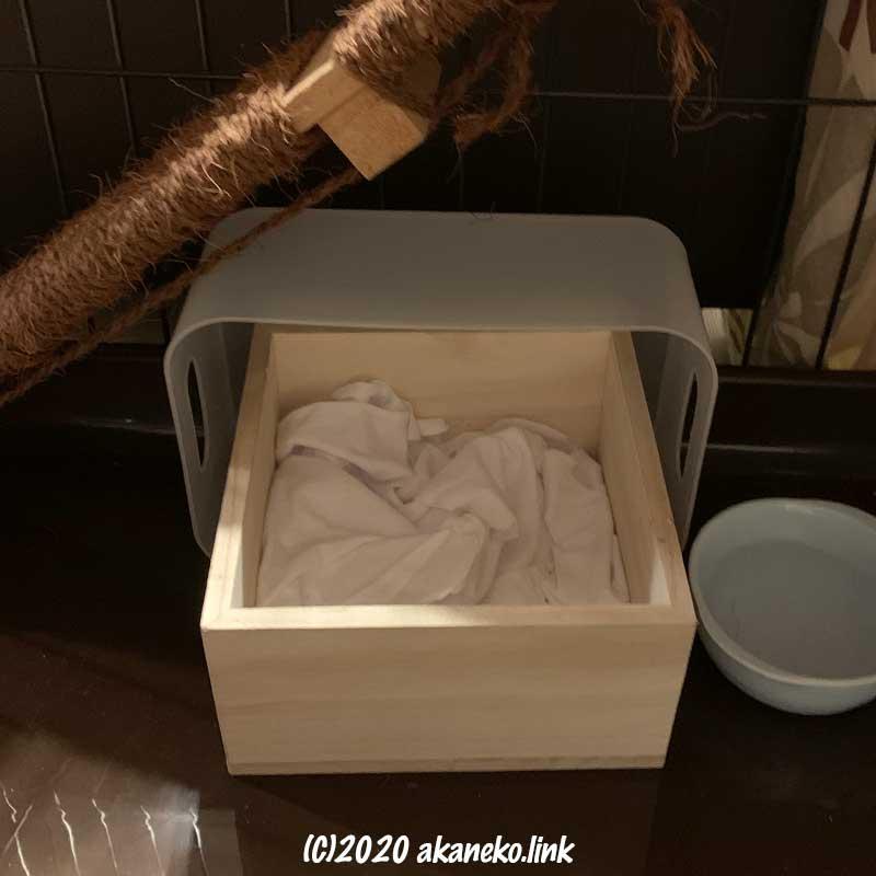 ダイソーの升の子猫ベッド