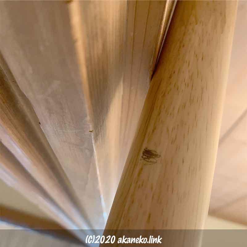 鴨居と敷居の間に立てるポールの長さを確認