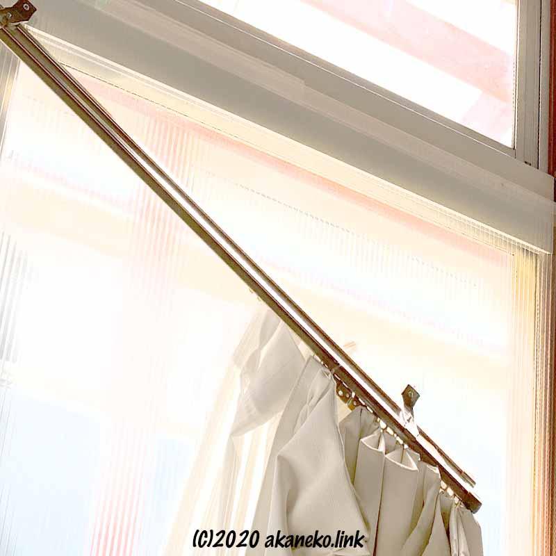 猫の体重で外れたカーテンレール